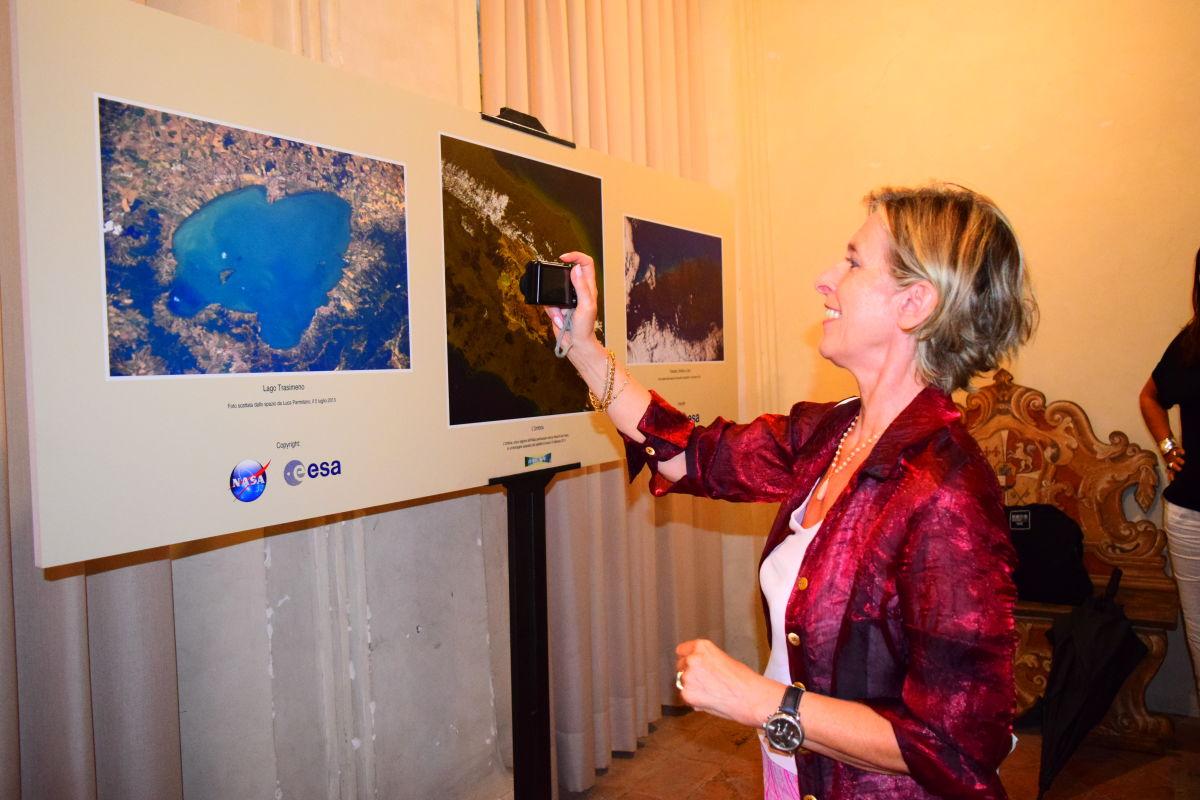 """L'Umbria vista dallo spazio da @Astro Samantha e @Astro Luca:  la """"Vertigine Umbra"""" diventa ancora più vertiginosa"""