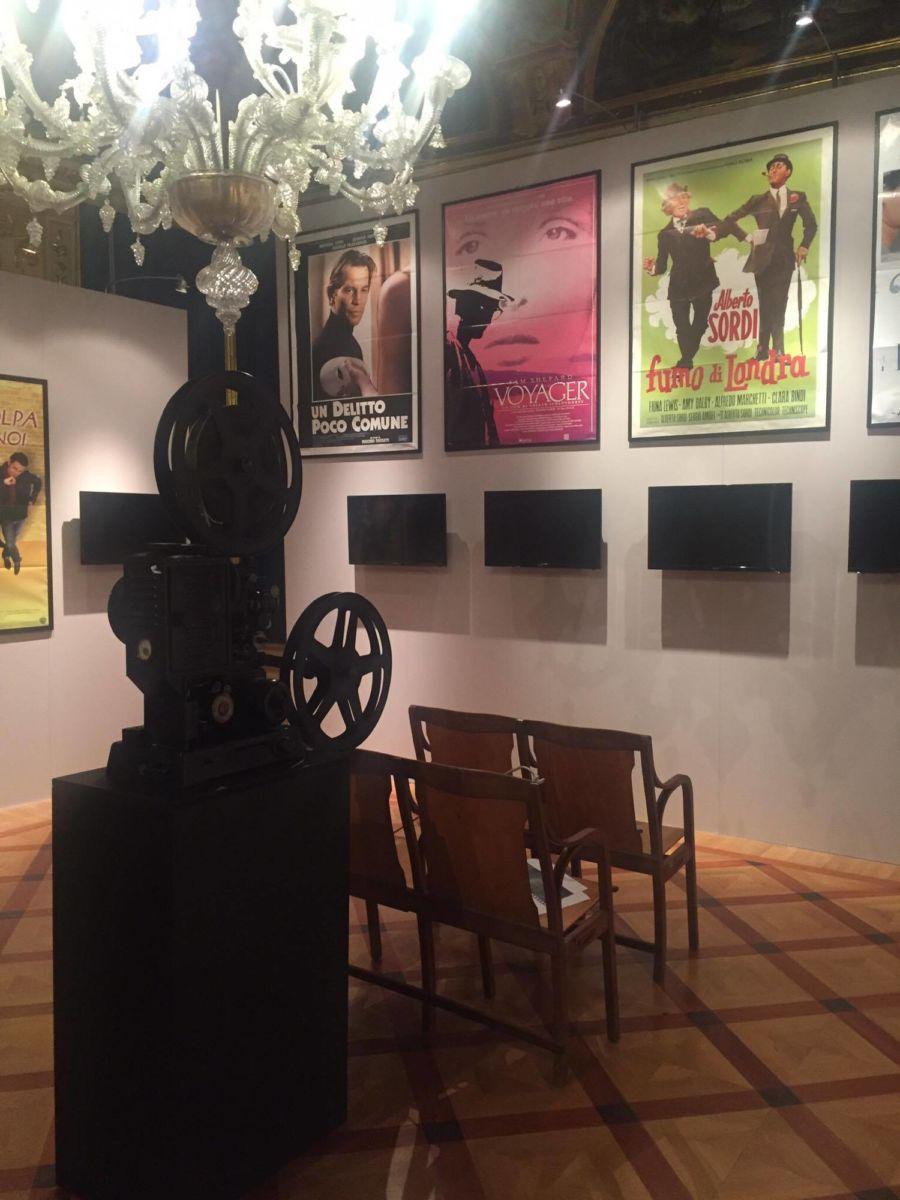Dalle scenografie di «Fratello Sole» alla bici di Don Matteo: in mostra l'Umbria tra cinema e fiction