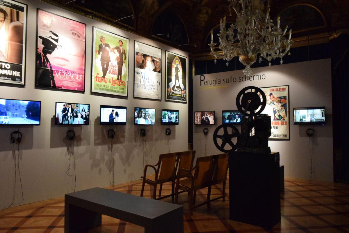 Sala con manifesti e film